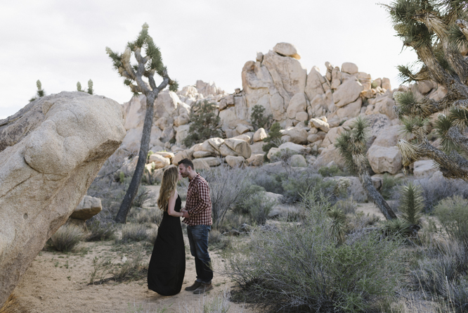 kiss-tenderness-couple-joshua-tree