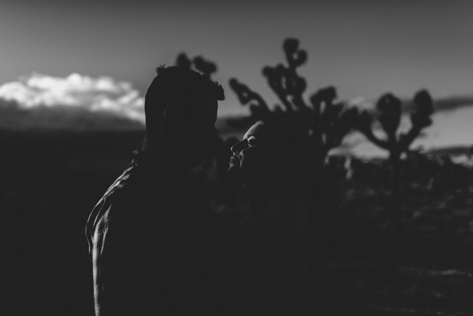 joshua-tree-desert-sunrise-couple