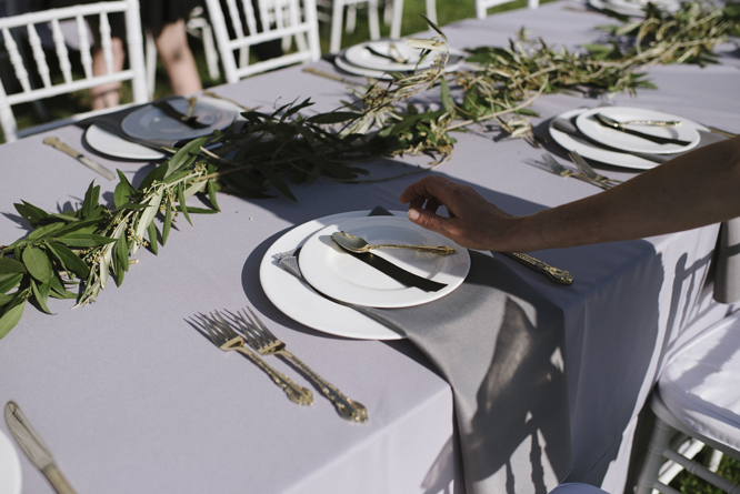 dinner-tables-barn-wedding-decoration