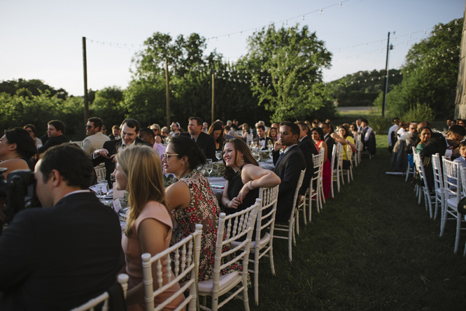 guests-dinner-wedding-outside-intimate