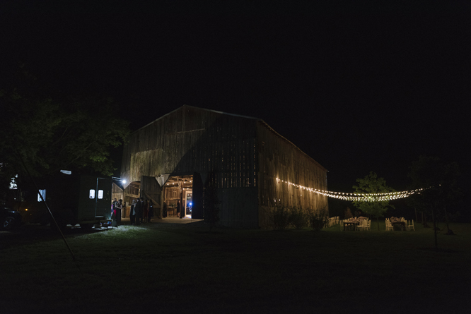 barn-outside-light-string-wedding