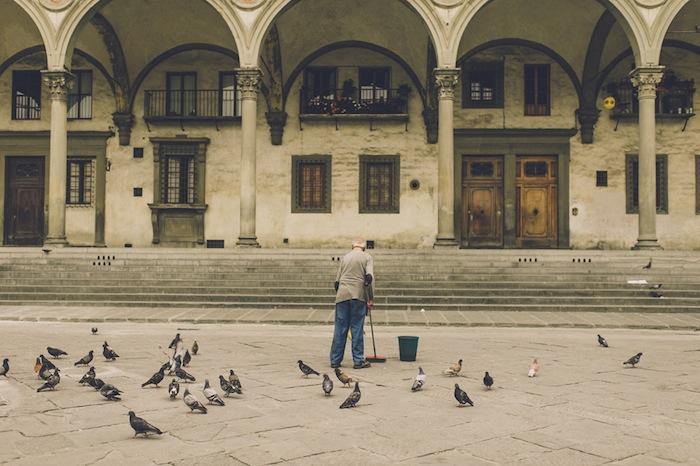 piazza della signoria firenze old man birds