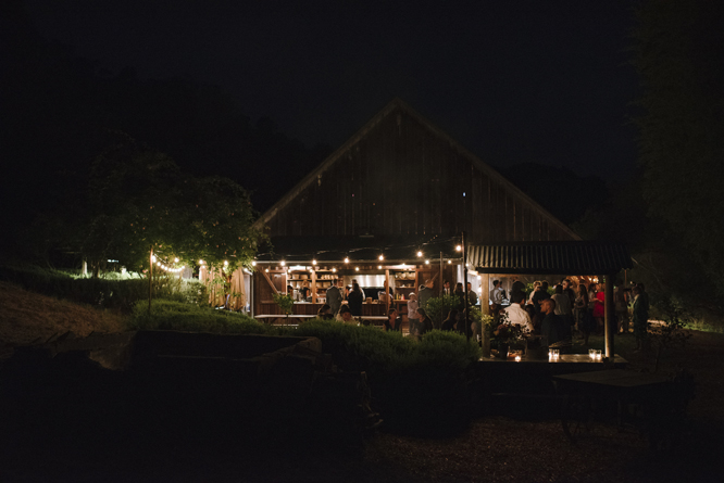 Bolinas-wedding-dinner-peace-barn