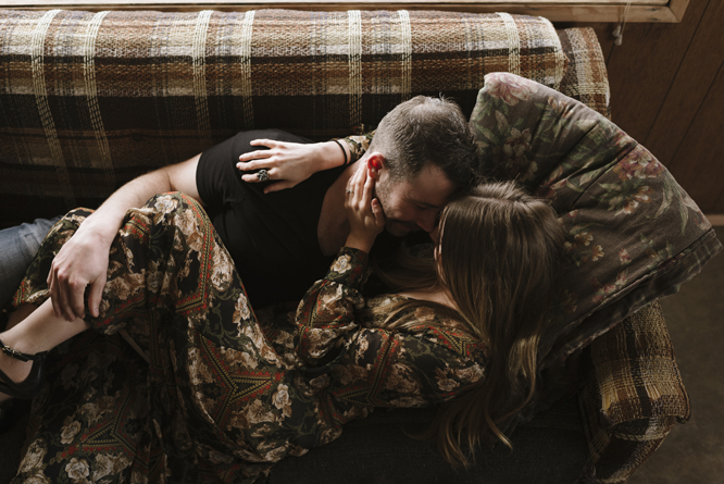 couple-intimate-session-cabin-desert-california