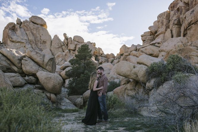 hug-tenderness-look-bride-desert