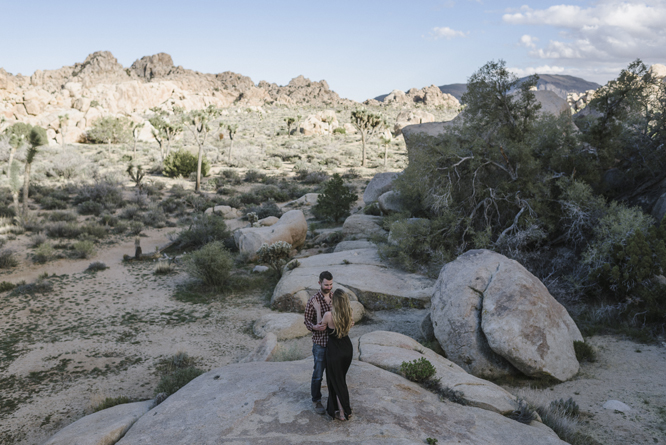 desert-california-hug-tenderness-rocks-couple